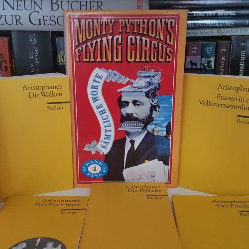 Konfuse Vogelorakel, singende Männer und ein Spritzer Homer: Die »Ritter« des Aristophanes und jene Monty Pythons (Gastbeitrag: Sebastian Nagel)